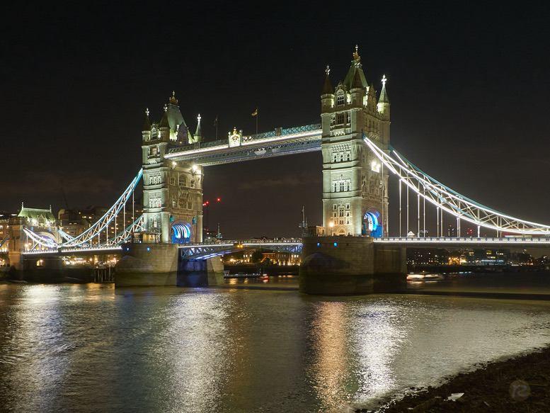 Tower Bridge by Night – by René Sputh